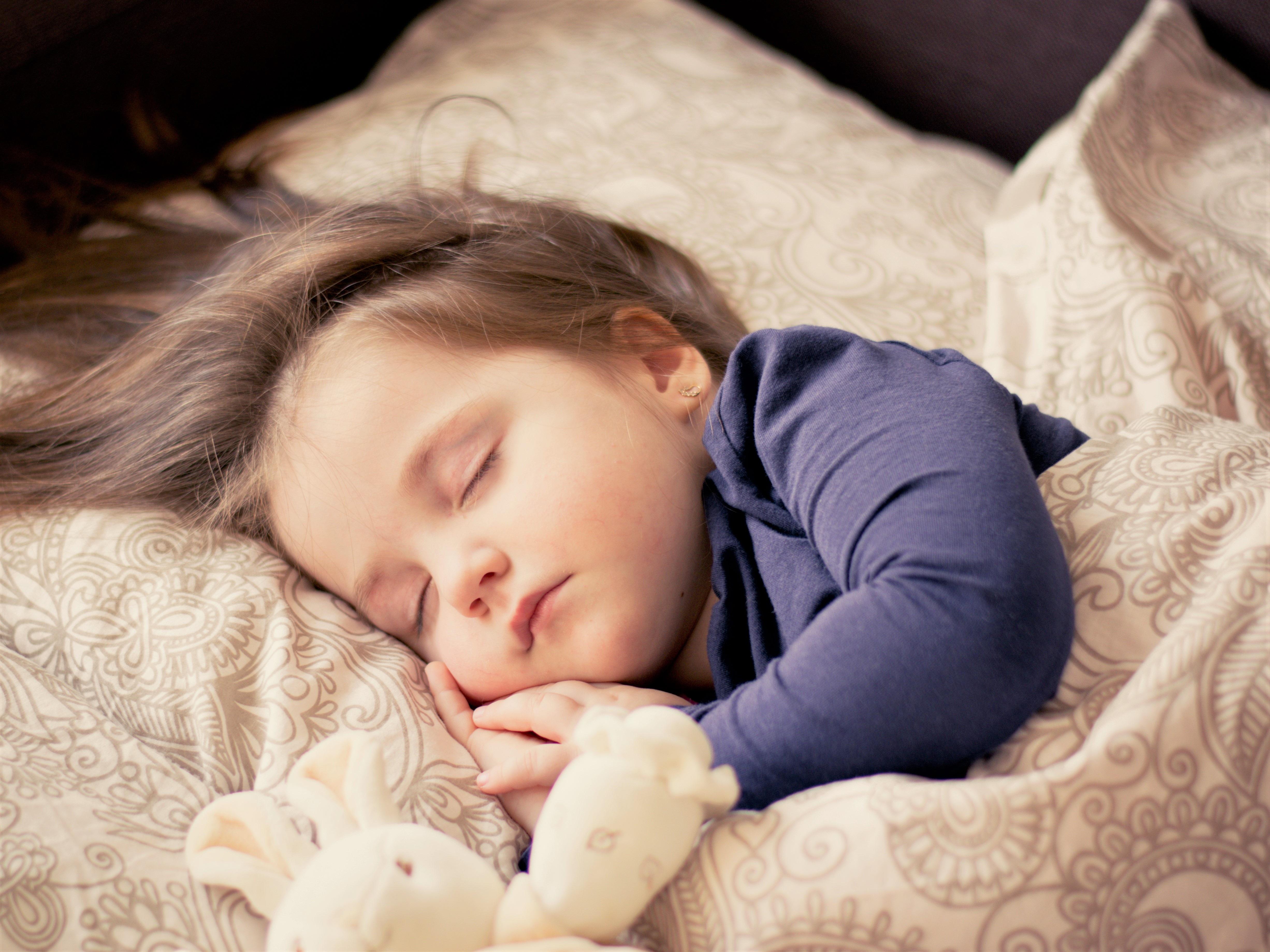 女の子の寝顔